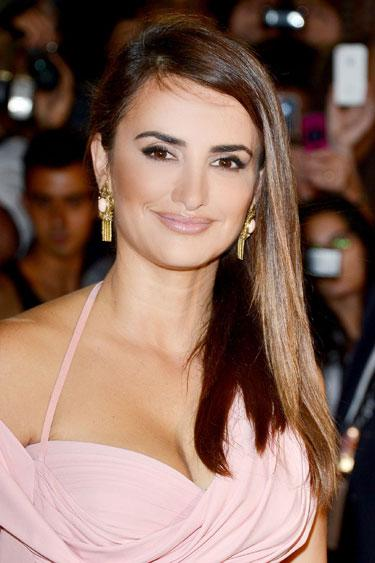 Penelope Cruz's Choppy Ends