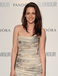 Kristen Stewart says she finds it difficult to act cool