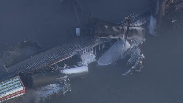 <p>The U.S. Coast Guard confirmed to Action News that the hazardous chemical vinyl chloride is leaking from derailed train in Paulsboro, New Jersey.</p>
