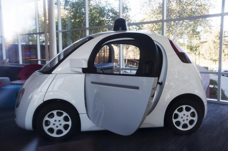 Google self-driving car effort expands hiring, posts manufacturing jobs