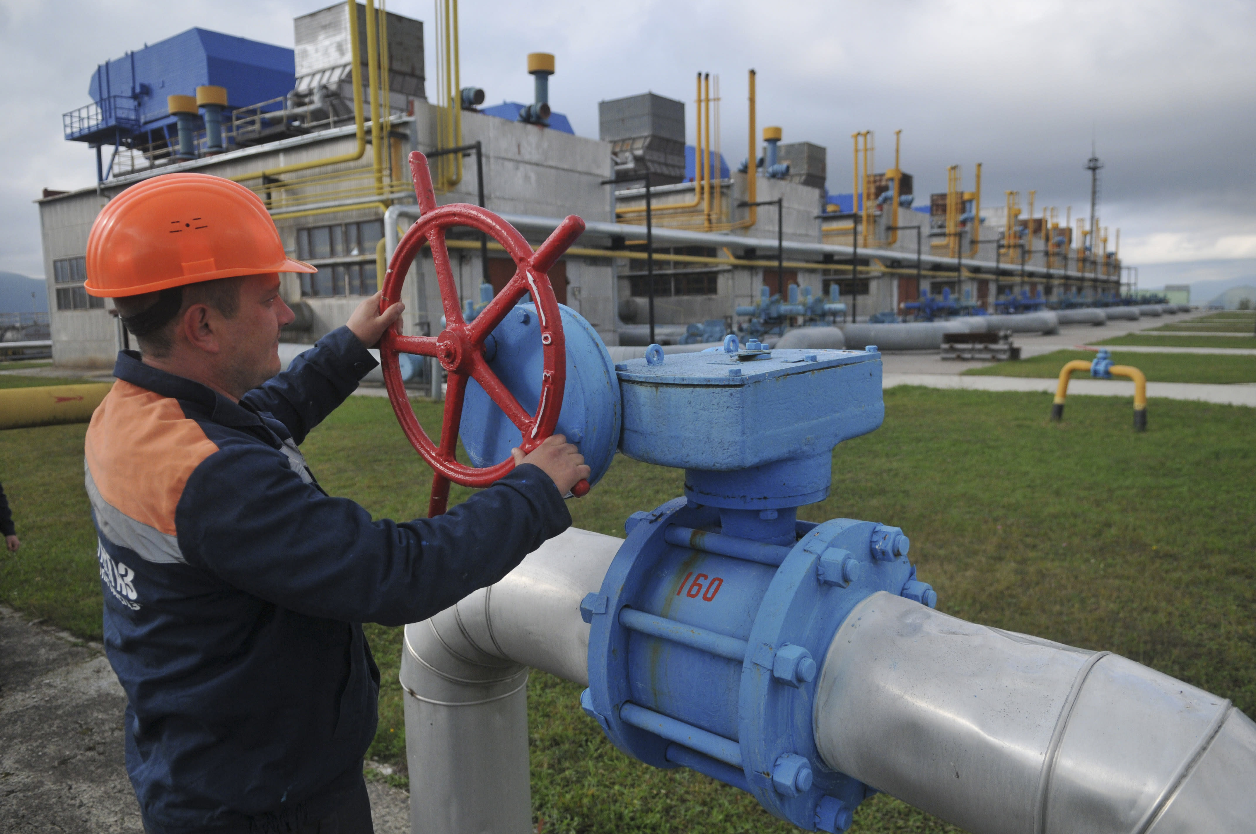 Ukraine stops buying Russian gas, closes airspace