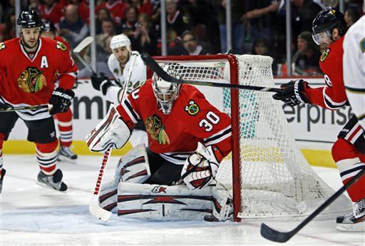 Blackhawks use 3rd-period spurt to beat Stars 5-2