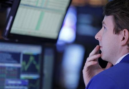 Wall Street rallies on data; dollar falls versus yen - Yahoo! News