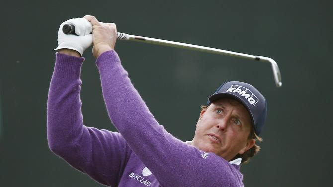 Phil Mickelson makes it to weekend in Phoenix Open