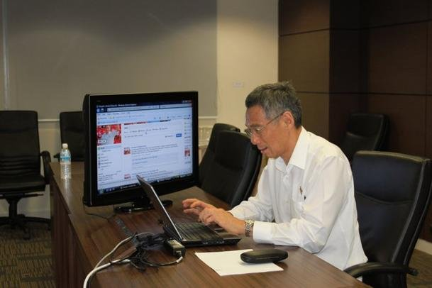 PM Lee's Facebook chat draws flood of comments | Fit to Post ...