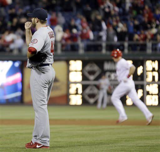 Kratz goes deep to lead Phillies past Cardinals