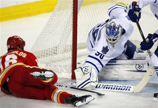 Kiprusoff makes 41 saves, Flames rout Maple Leafs