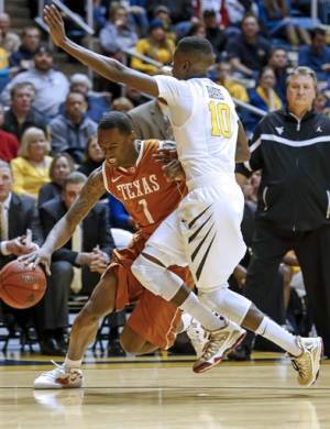 West Virginia hangs on, beats Texas 60-58