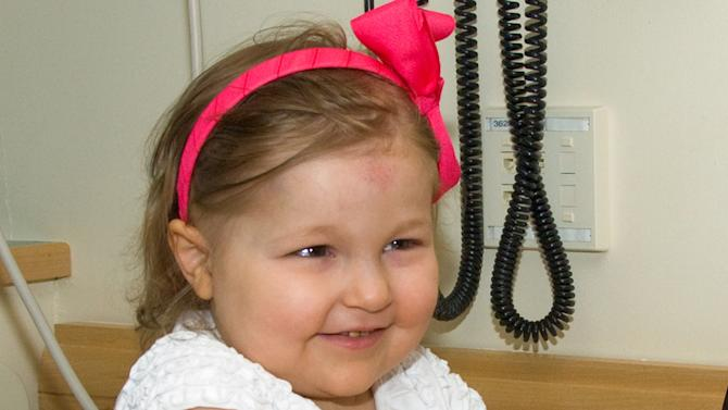 This June 15, 2010 photograph provided by the Dana Farber Cancer Institute shows Avalanna Roth at the Boston hospital. The 6-year-old Massachusetts girl whose love for Justin Bieber encouraged hospital workers to organize a pretend wedding to the pop singer as she battled a rare brain cancer died Wednesday, Sept. 26, 2012 according to her family's Twitter account. (AP Photo/Dana Farber Cancer Institute)