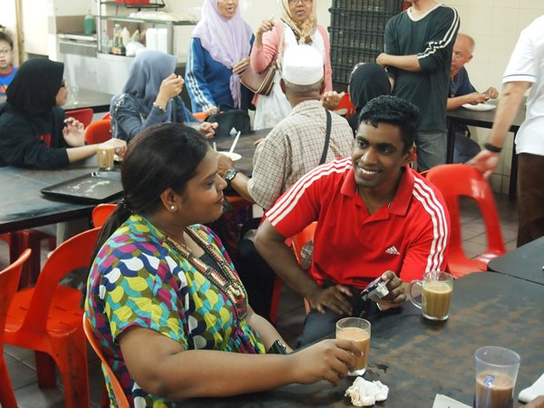 Customers enjoy a round of coffee and ginger tea at Hasan Coffee Stall. (Yahoo! photo/Marianne Tan)