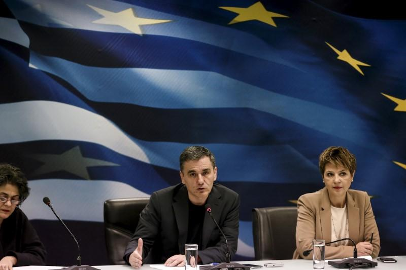 Greece, lenders should conclude first bailout review the soonest - govt