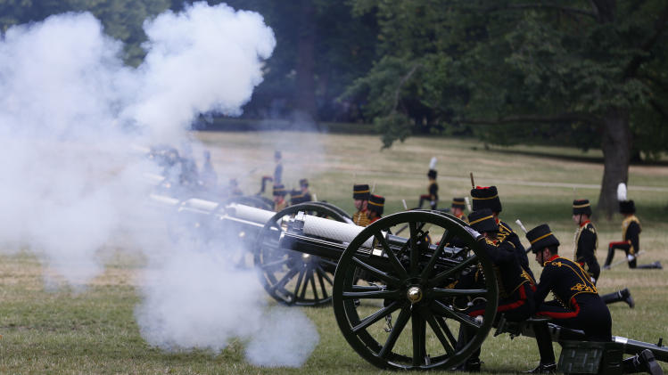 The King's Troop Royal Horse Artillery fire a 41 Royal Gun Salute in Green Park, to mark the birth of a baby boy of Prince William and Kate, Duchess of Cambridge, in London, Tuesday, July 23, 2013. (AP Photo / Sang Tan)