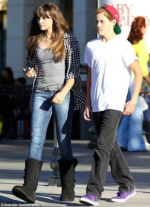 Paris Jackson y posible amiguito via Daily Mail