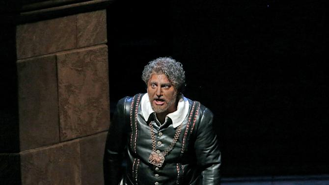 """In this March 11, 2013 photo provided by the Metropolitan Opera, Jose Cura appears in the title role during a performance of of Verdi's """"Otello,"""" at the Metropolitan Opera in New York. (AP Photo/Ken Howard)"""