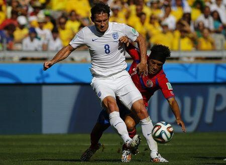 England's Lampard fights for the ball with Costa Rica's Bolanos during their 2014 World Cup Group D soccer match at the Mineirao stadium in Belo Horizonte
