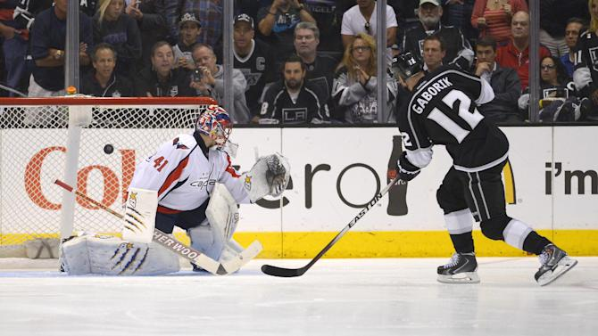 Kings beat Caps 2-1 in SO to give Sutter 500th win