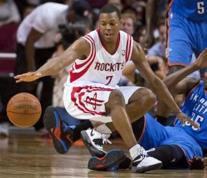 Martin's 32 points lead Rockets over Thunder 96-95