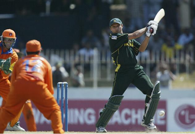 Shahid Afridi of Pakistan on his way to a half century