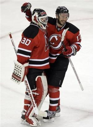 Devils push Flyers to brink of elimination