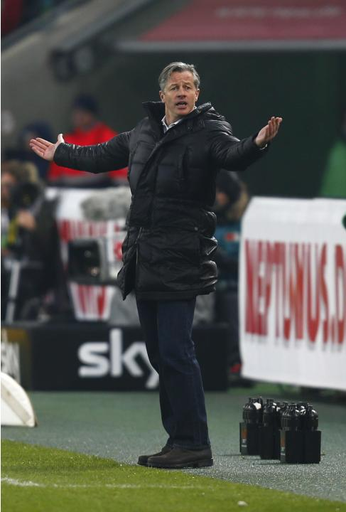 Schalke 04's coach Keller reacts before their Bundesliga match against Borussia Moenchengladbach in Moenchengladbach
