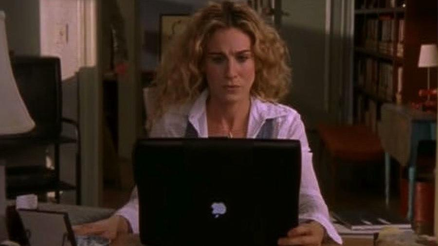 "Video: Carrie Bradshaw's ""Sad Mac"" Breakdown – the Biggest Apple Pop Culture Moments"