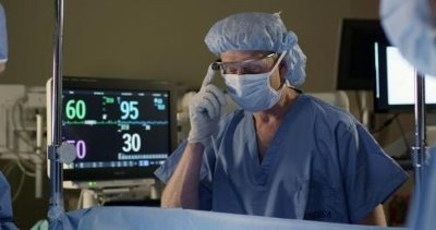Anesthesiologist Dr. Feinstein in an OR simulator lab tests viewing IntelliVue vital signs via Google Glass.