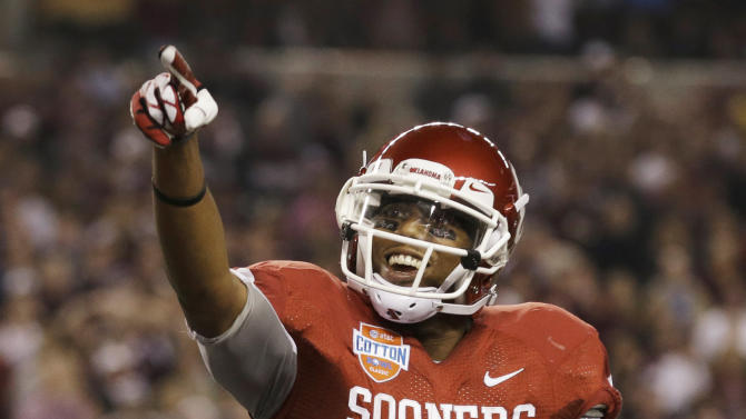 Oklahoma wide receiver Justin Brown celebrates his touchdown during the first half the Cotton Bowl NCAA college football game against Texas A&M on Friday, Jan. 4, 2013, in Irving, Texas. (AP Photo/LM Otero)