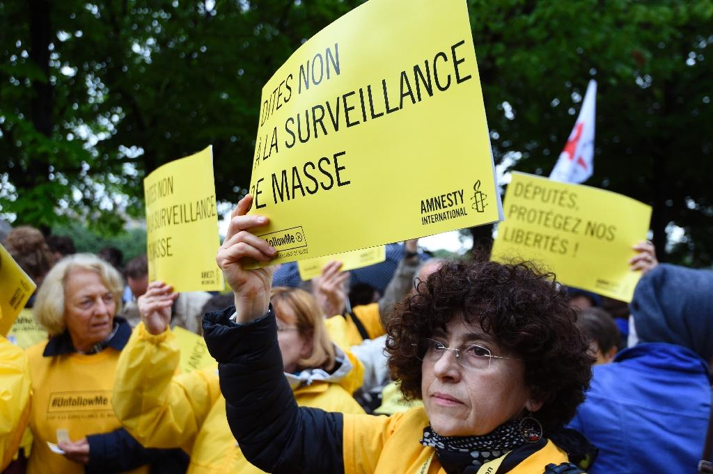 French lawmakers approve sweeping new spying powers