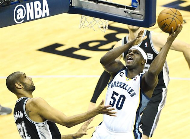 LWS101. Memphis (United States), 25/05/2013.- Memphis Grizzlies player Zach Randolph (R) goes to the basket against San Antonio Spurs player Tim Duncan (L) in the first half of their NBA basketball pl