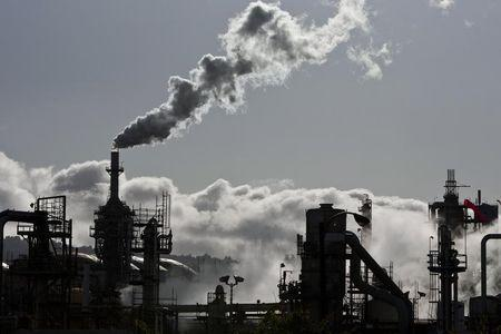 Big U.S. investors push SEC for oil industry to detail risks of climate change