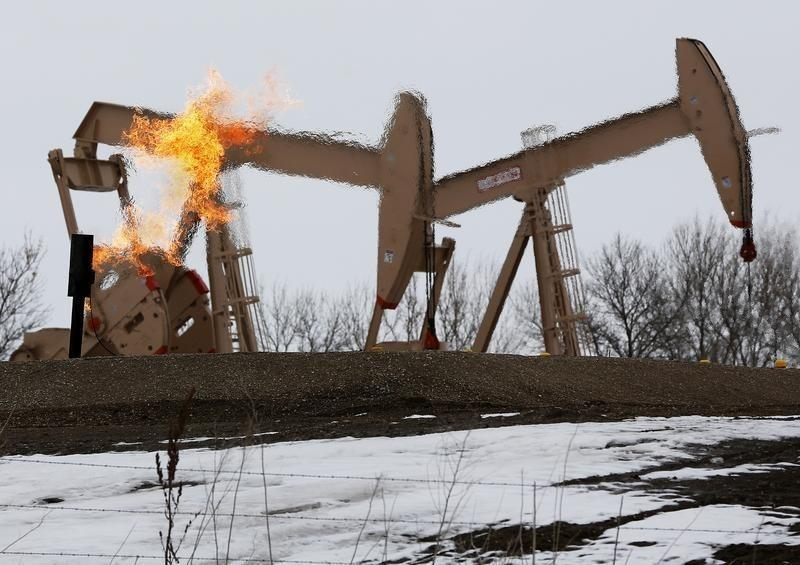 U.S. oil output on brink of 'dramatic' decline, executive says