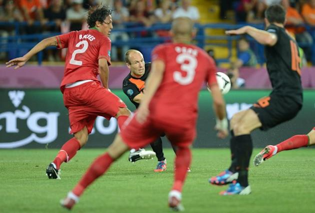 Dutch Midfielder Arjen Robben (C) Has A Shot   AFP PHOTO / PATRICK HERTZOGPATRICK HERTZOG/AFP/GettyImages AFP/Getty Images