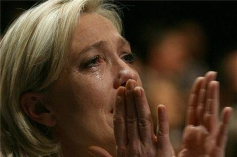 France&#39;s Le Pen battles &#39;Islamonazi occupation&#39;