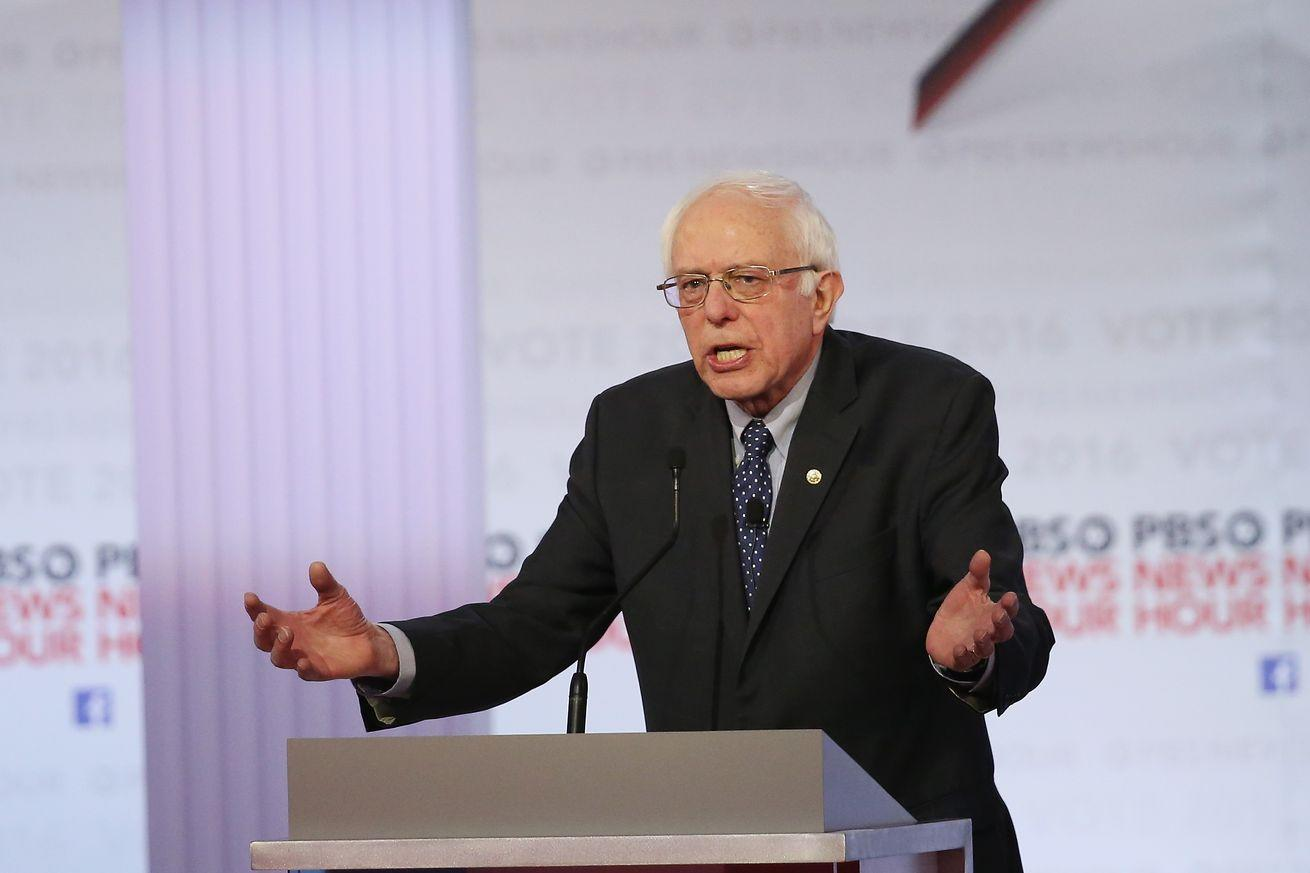 Watch Bernie Sanders's awkward attempted zinger against Hillary Clinton