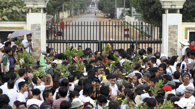 In this photo taken on Jan. 13, 2012, family members of Myanmar prisoners wait in front of Myanmar's notorious Insein prison in Yangon, Myanmar, as they hope their relatives and colleagues will be freed. Myanmar's government said Monday, Sept. 17, 2012 it has granted amnesties for 514 prisoners, including some foreigners, on humanitarian grounds. (AP Photo/Khin Maung Win)