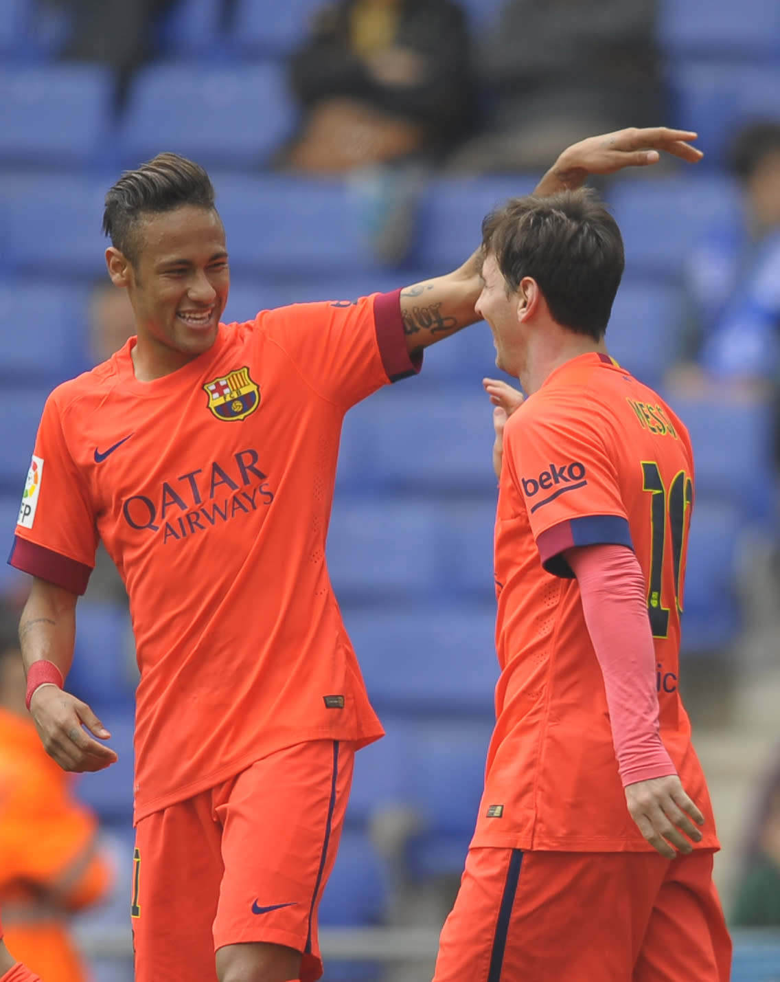 Barca stays in control in Spain; City grabs late winner