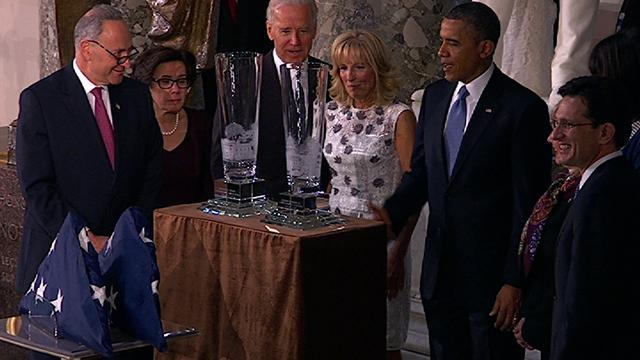 Cantor presents Obama with Lenox crystal vases