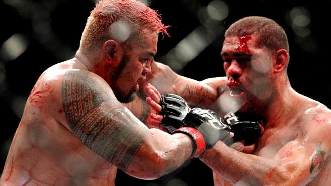Neither Broken Bones Nor TRT-Fueled Opponents will Stop Mark Hunt From Chasing UFC Belt