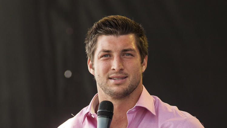"New York Jets quarterback Tim Tebow speaks Celebration Church's ""Easter on the Hill"" in Georgetown, Texas, on Easter Sunday, April 8, 2012. (AP Photo/William Philpott)"