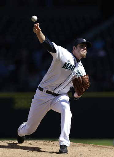 Mariners split series, top Rangers 4-3