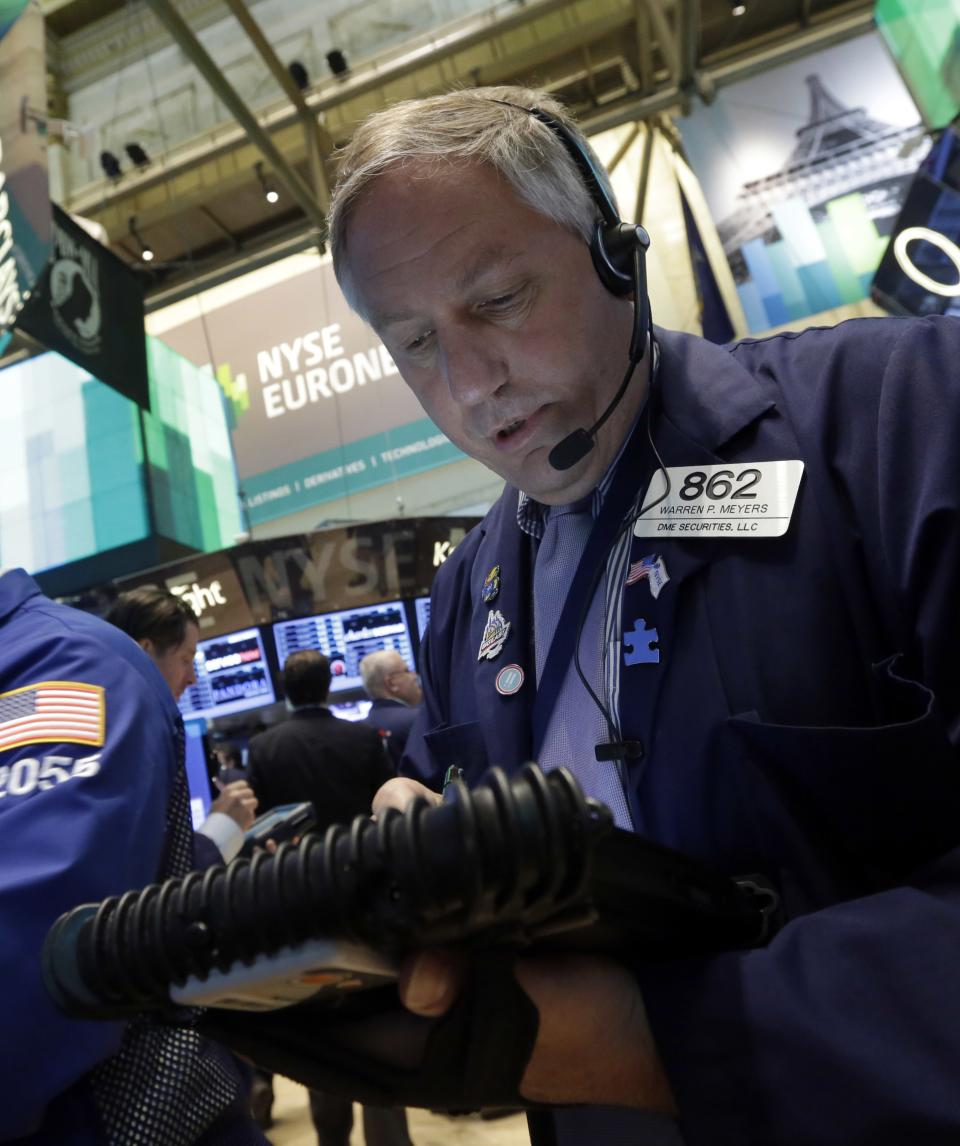 Stocks head lower on Fed stimulus worries