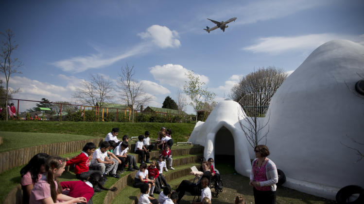 UK school uses domes to silence airport noise