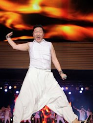 "South Korean singer ""Psy"" was honored at the MAMAs"