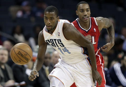 Smith scores 30, leads Hawks over Bobcats 104-92