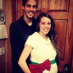 Pregnant Jill Duggar Poses For Sweet Christmas Photo