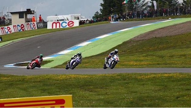 Superbikes - Win British Superbike passes and Pirelli tyres