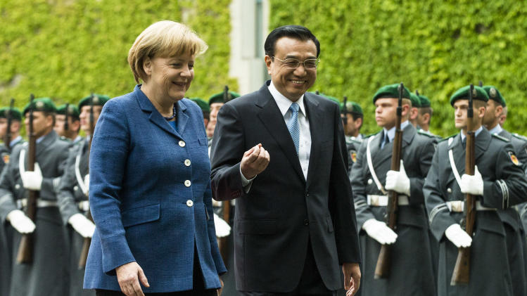 Chinese PM meets German chancellor amid trade row