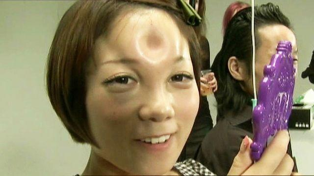 'Bagel head' body art takes over Japan