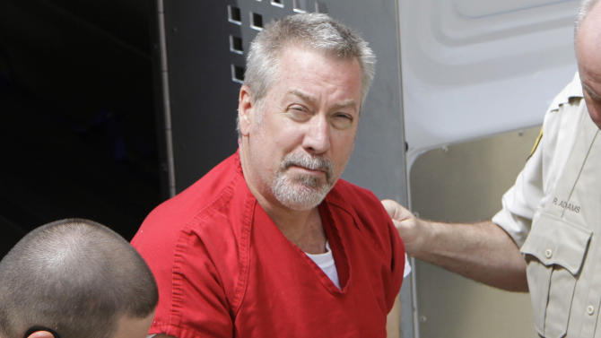 FILE - In this May 8, 2009 file photo, former Bolingbrook, Ill., police sergeant Drew Peterson arrives at the Will County Courthouse in Joliet, Ill. for his arraignment on charges of first-degree murder in the 2004 death of his former wife Kathleen Savio, who was found in an empty bathtub at home. A witness on Wednesday, Aug. 22, 2012 testified at Drew Peterson's murder trial that the former Illinois police officer offered him $25,000 to hire a hit man to kill his third wife just three months before she was found dead. (AP Photo/M. Spencer Green, File)