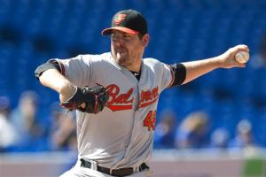 Saunders, Orioles beat Blue Jays, cut AL East gap
